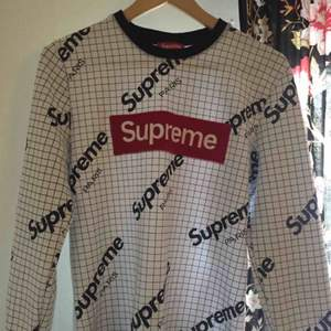 Supreme tröja Storlek S Aldrig använd, har bara testat 1 gång men den passar inte mig Startbud 200kr, buda över