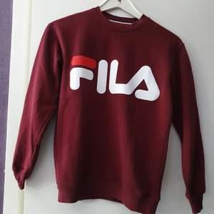 En sweatshirt från Fila som knappt är använd alls. I nyskick! Storlek XS Herr men passar även dam. Finns uppe på på fler ställen så först till kvarn.