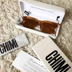 Säljer dessa Chimi solglasögon 004 Peach med spegelglas, helt oanvända. Endast legat i förpackningen. Nypris 999kr (schuterman) mitt pris 300.