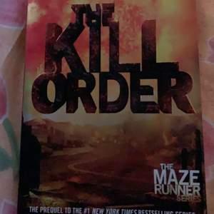 """Säljer denna boken ur """"The Maze Runner"""" serien av James Dashner, då jag hade två av dem😅 Observera att boken är på Engelska!"""