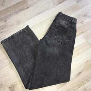 Superfina wideleg jeans från Junkyard☺️ Använda några gånger, köpta förra året för 500kr. Fint skick, säljs pga för små. Köparen står för frakt