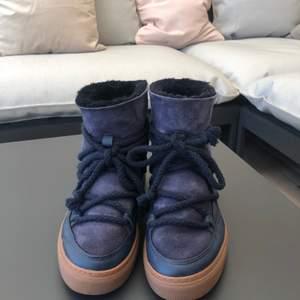 Säljer mina inuikii skor som jag köpt förra vintern på NK för 2500kr, skorna är som nyskick och de finns inga defekter. Säljer pga att det är för stora. Passar 38/39/40
