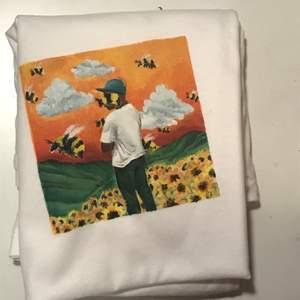 *Intressekoll* Tröja med tylers album flowerboy målad av mig💕