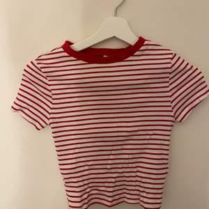 En fin oanvänd randig t-shirt i storlek s, nyskick.