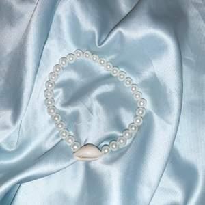 Oanvända armband, elastiska så passar flera storlekar