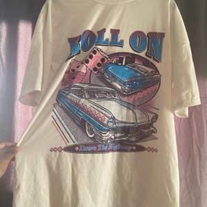 Fin och skön oversized t-shirt. Har varit använd några gånger. Köparen står för frakten
