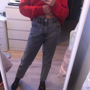Jag säljer dessa Vintage Jeansen från Zara dem är i fint skick. Buda från 70,högsta budet ligger på 200🥰☺️