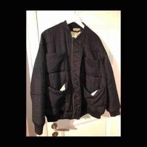 REVA Jacket från Carin Wester. Köptes 2015 för 4 000 kronor på Grandpa, säljer den för halva priset!