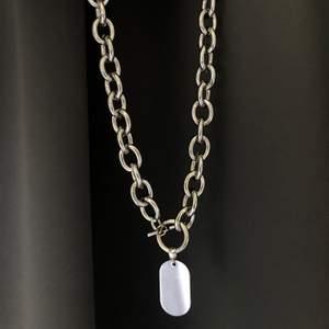 Kedje halsband från Gina🤍 säljer då den ej kommit till användning❕ frakten ingår i priset!