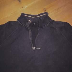 Säljer en jättefin tröja köpt på second hand men från Hugo boss. Den är skit snyggt oversized! Köparen betalar för frakten men kan också mötas upp stockholm💖