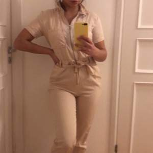 Snygg jumpsuit från Nakd i storlek 36. 180kr+frakt