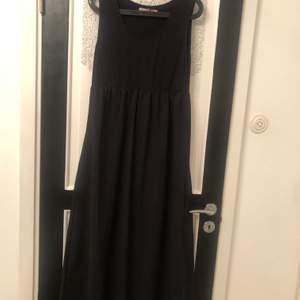 Snygg svart långklänning från märket havana. Väldigt bra skick och knappt använd. Jag har strl L och den passar även mig. Nypris 800kr. Mitt pris 300kr+ eventuell frakt. Priset går att förhandla