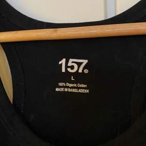 Ett linne svart från lager 157