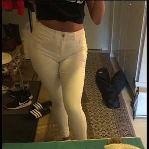 Vita byxor storlek S från cubus i bra skick