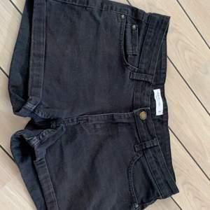 Nu säljer jag ett par shorts från Lindex för 50kr i storlek 38  pris kan diskuteras hör gärna av dig om du är intresserade!😊