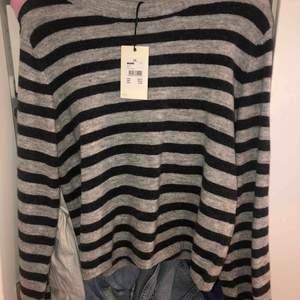Oanvänd tröja från bikbok, ordinarie pris 300kr, prislappen kvar