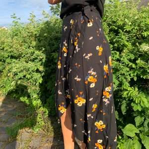 Omlottkjol från h&m, såå fin men inte riktigt min stil. Passar även en 38! Perfekt nu till sommaren.