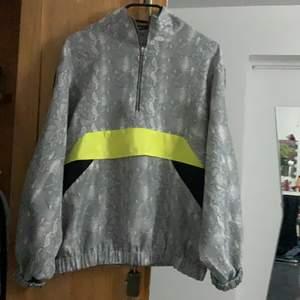 Köpt från Gina tricot, används ej då det inte är min stil däremot sitter den jätte bra på. Storlek M men passar S, M och L