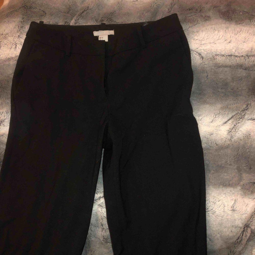 Kostymbyxor från Hm, supersnygga och väldigt bra skick.. Jeans & Byxor.
