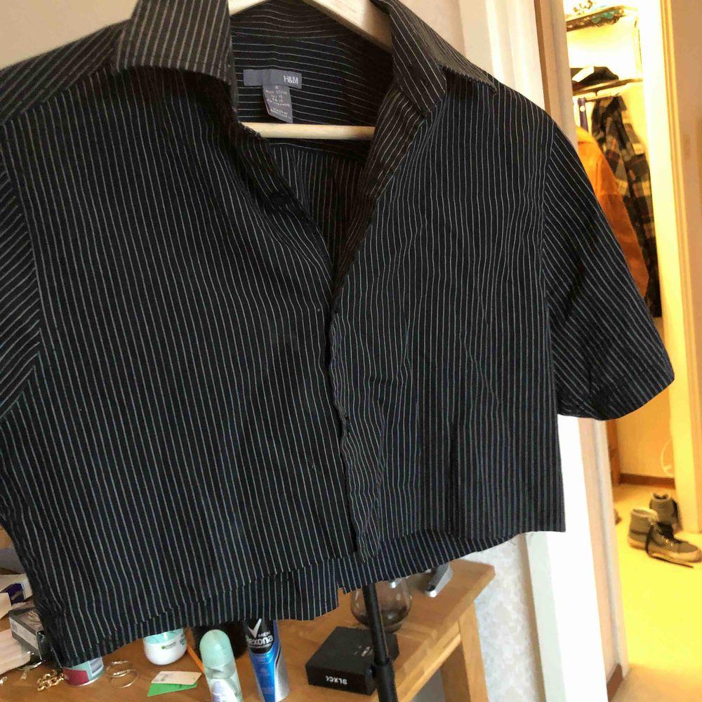 egenklippt skjorta från H&M. Skjortor.