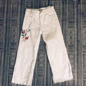 Vita jeans, premium crafted. Strl 34, vida
