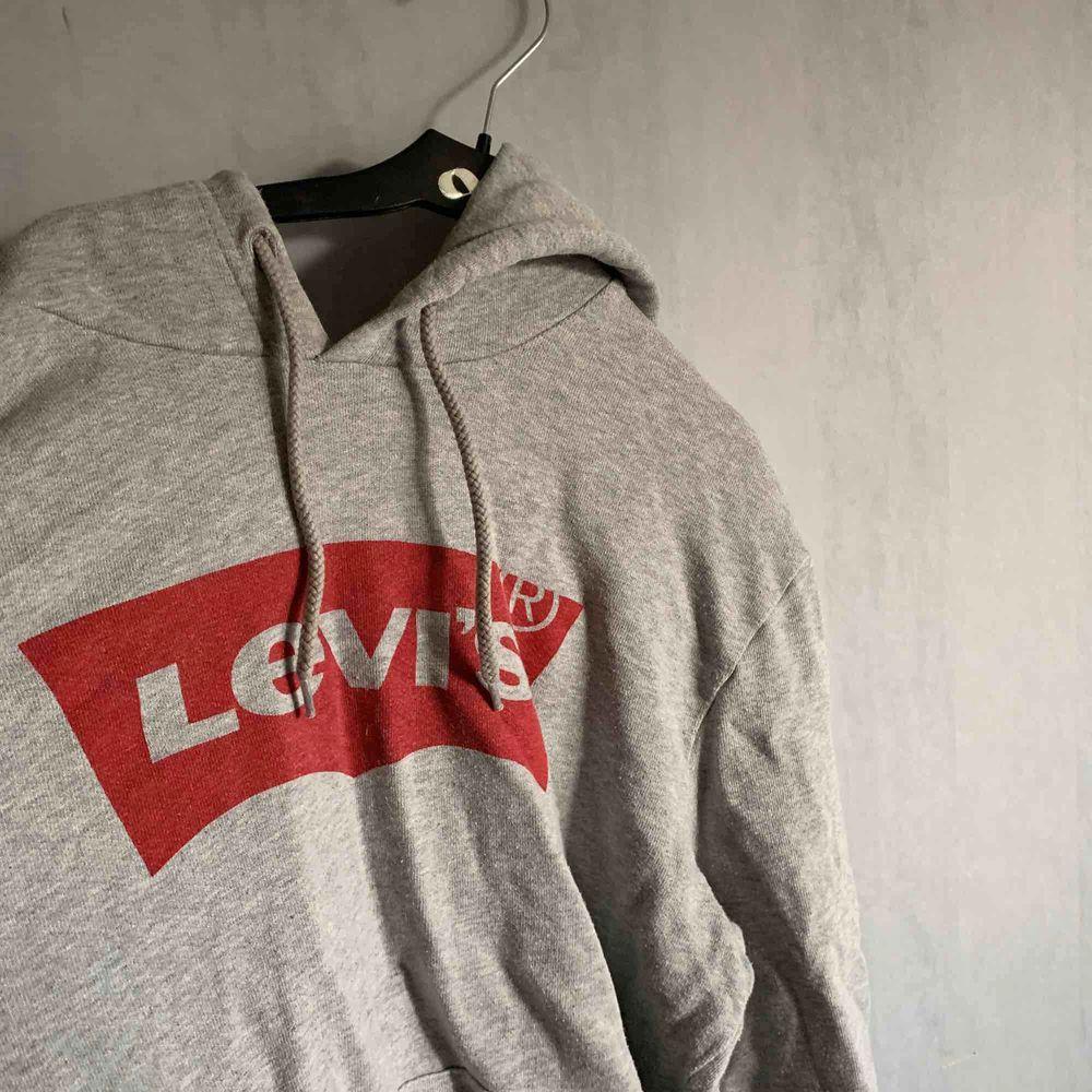 Levi's hoodie (pris kan diskuteras). Tröjor & Koftor.