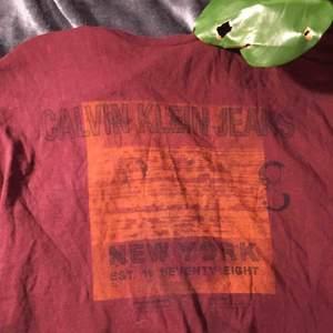 Lite vintage Calvin Klein tröja. 💫 äkthet kan dock inte garanteras då jag köpt den i en second hand butik i berlin.