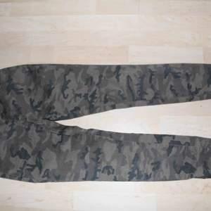 Militär-jeans. Kan mötas i Stockholm eller frakta för 45 kr