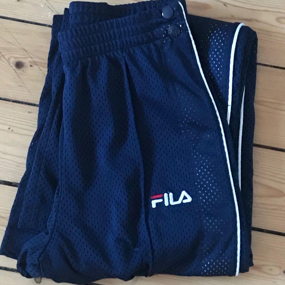 Knappt använda äkta fila vida byxor. De är originellt köpta från A-Found i storlek XS 💓 frakt tillkommer. Jeans & Byxor.