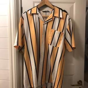 Skjorta köpt på Zaful och använd ett fåtal gånger! Säljes då den blivit för stor.