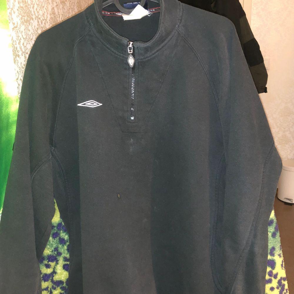 Sweatshirt från umbro.. kommer ej till användning. Huvtröjor & Träningströjor.
