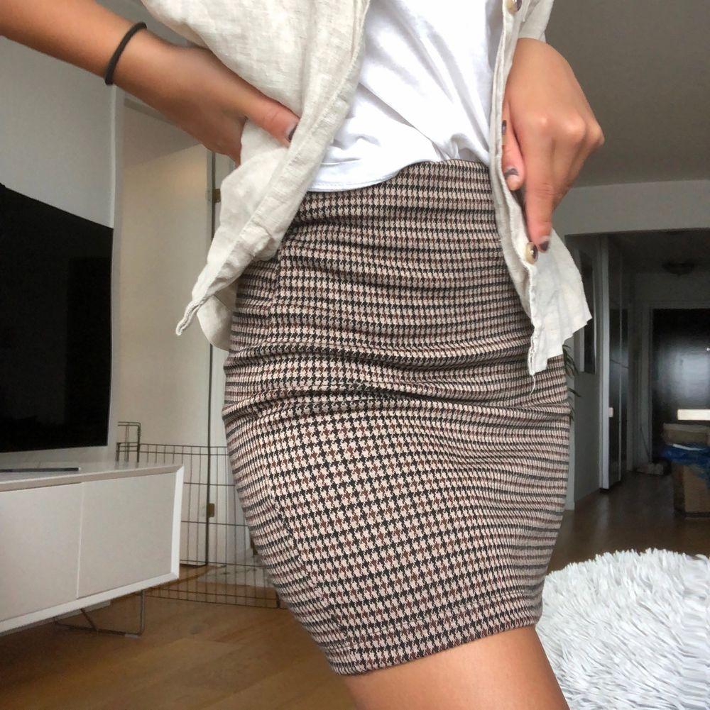 Minikjol aldrig använd i Strl XS. Superstretchig och skönt material. Prislapp fortfarande på. Köpare står för frakt.. Kjolar.
