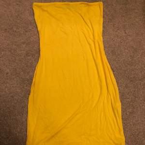 Off shoulder klänning från boho som är super stretchig och super skön men tyver inte min stil så helt oanvänd