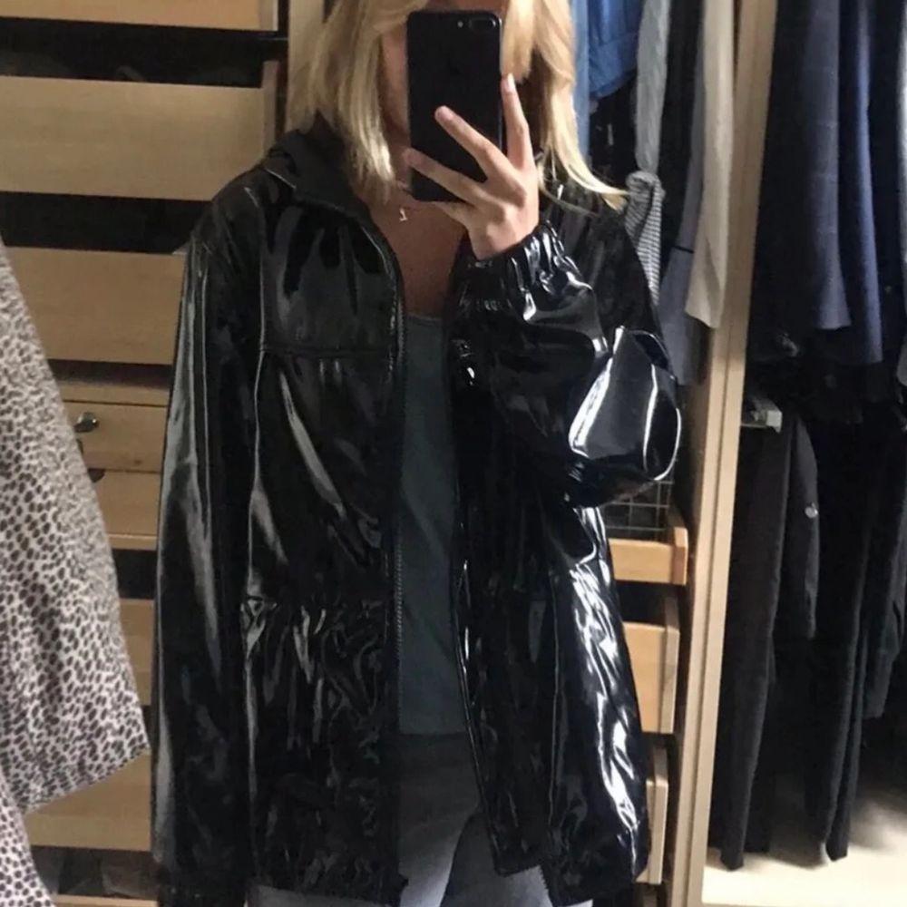 Säljer denna vintage jacka, storlek M!. Jackor.