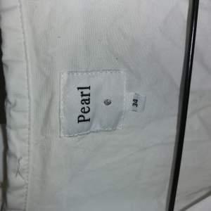 Oanvänd vit skjorta från pearl. 50kr plus frakt