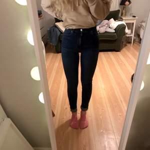 Sköna och stretchiga skinny jeans från dr denim som knappt är använda! I storlek S. 💙