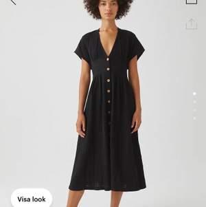Klänning från pull&bear i storlek M. Helt oanvänd glömde skicka tillbaka...:/ material: bomull, polyester, elastan. Frakt ingår inte i priser 🌸💖