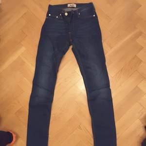 Acne jeans i nyskick