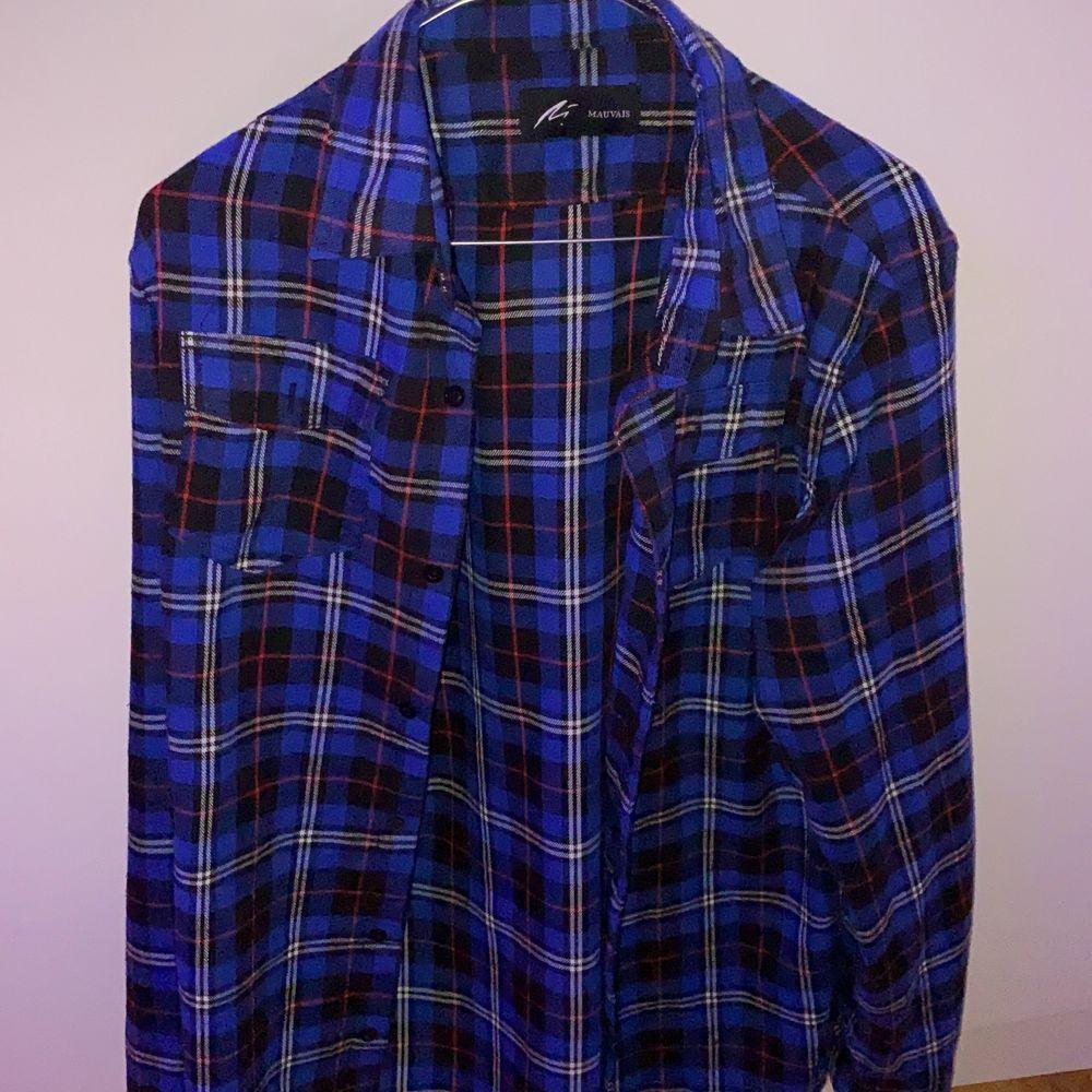 köptes på plick men hade inte den passformen jag ville att den skulle ha:) . Skjortor.