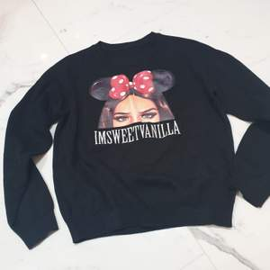 Svart sweater i storlek small/medium från Imsweetvanilla ❤ bra kvalite på tyget ordpris 550