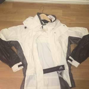 Vindjacka från Adidas Stella Mcartney Nypris 2199:-  Använd en gång