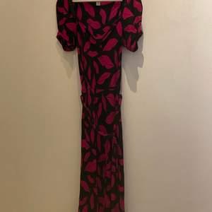 Klassisk klänning från Diane von Furstenberg i storlek small i fint skick