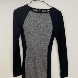 Jättesnygg festklänning från H&M i strl 32. Använts ett par gånger men är i fint skick! En gammal bild för jag kan tyvärr inte ha den längre då den är för liten. Kan mötas upp i Malmö, annars kostar frakten 44kr🥰