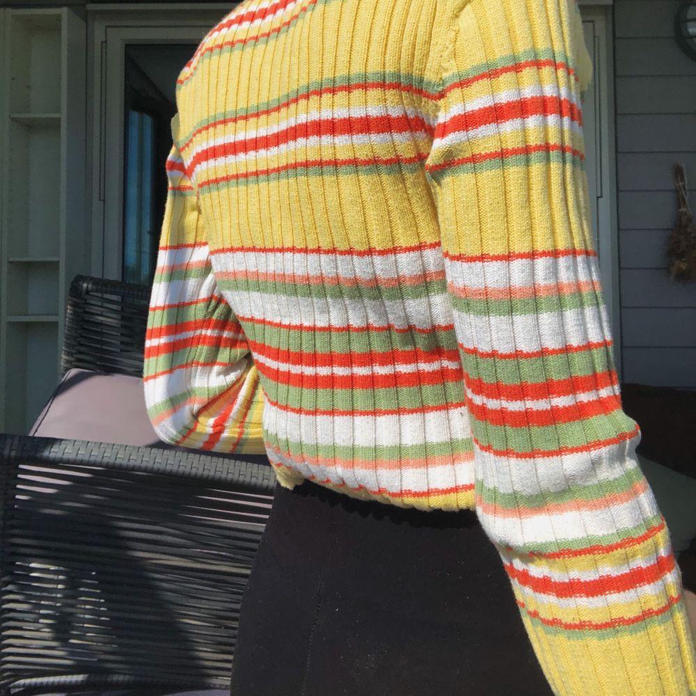 Säljer min supersöta tröja då den inte kommer till användning 💋 priset går att diskutera och frakt tillkommer💞. Tröjor & Koftor.