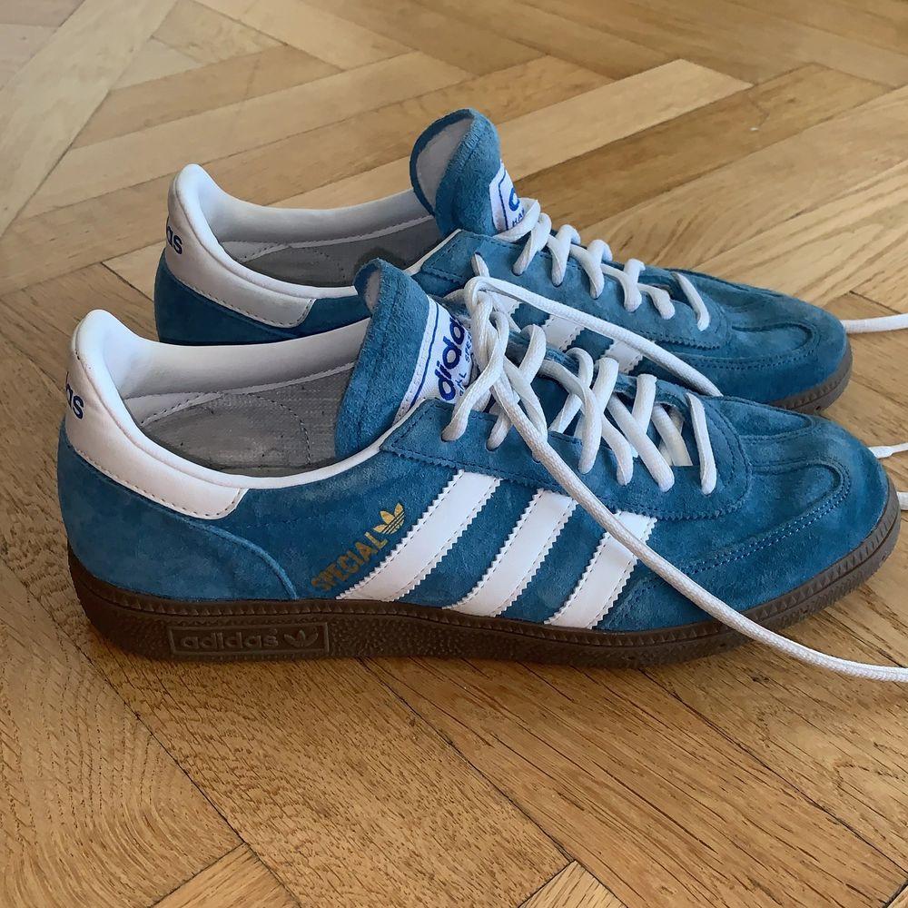 Använda endast 1 gång. Original pris: 750. Köpare står för frakt annars hämtas dem i borås centrum. Vintage modell. Skor.