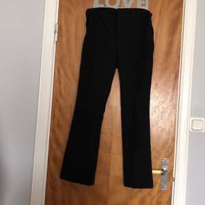 Ett par jättefina kostymbyxor från bikbok säljer pga att jag köpte dom i för stor storlek😊 använda ungefär 3 gånger