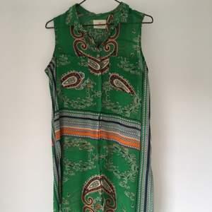 Klänning/kimono från Lindex, Holly White  Köparen står för frakten ✨