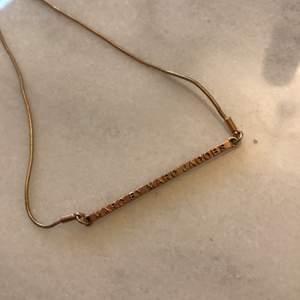 Fint Marc Jacobs halsband i färgen Rosé. Säljes då det aldrig kommit till användning. Inköpt på Raglady i Göteborg.