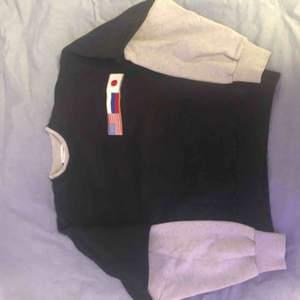 Väldigt snygg gosha rubchinskiy tröja, inga märken ny kvalitet. Äkta. Oversized