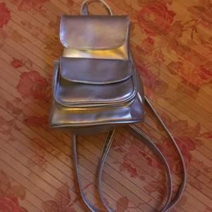 liten silverväska
